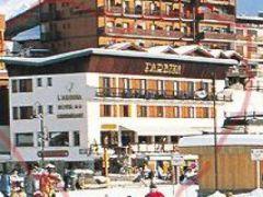 Hôtel** L'Arbina